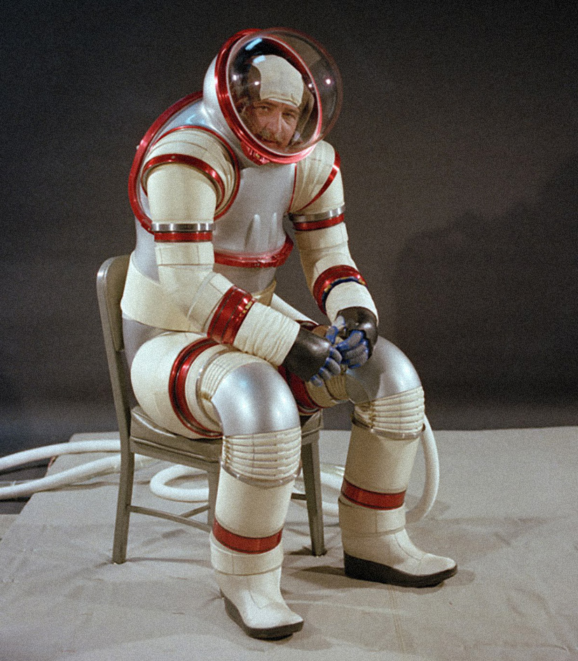70s_spacesuit